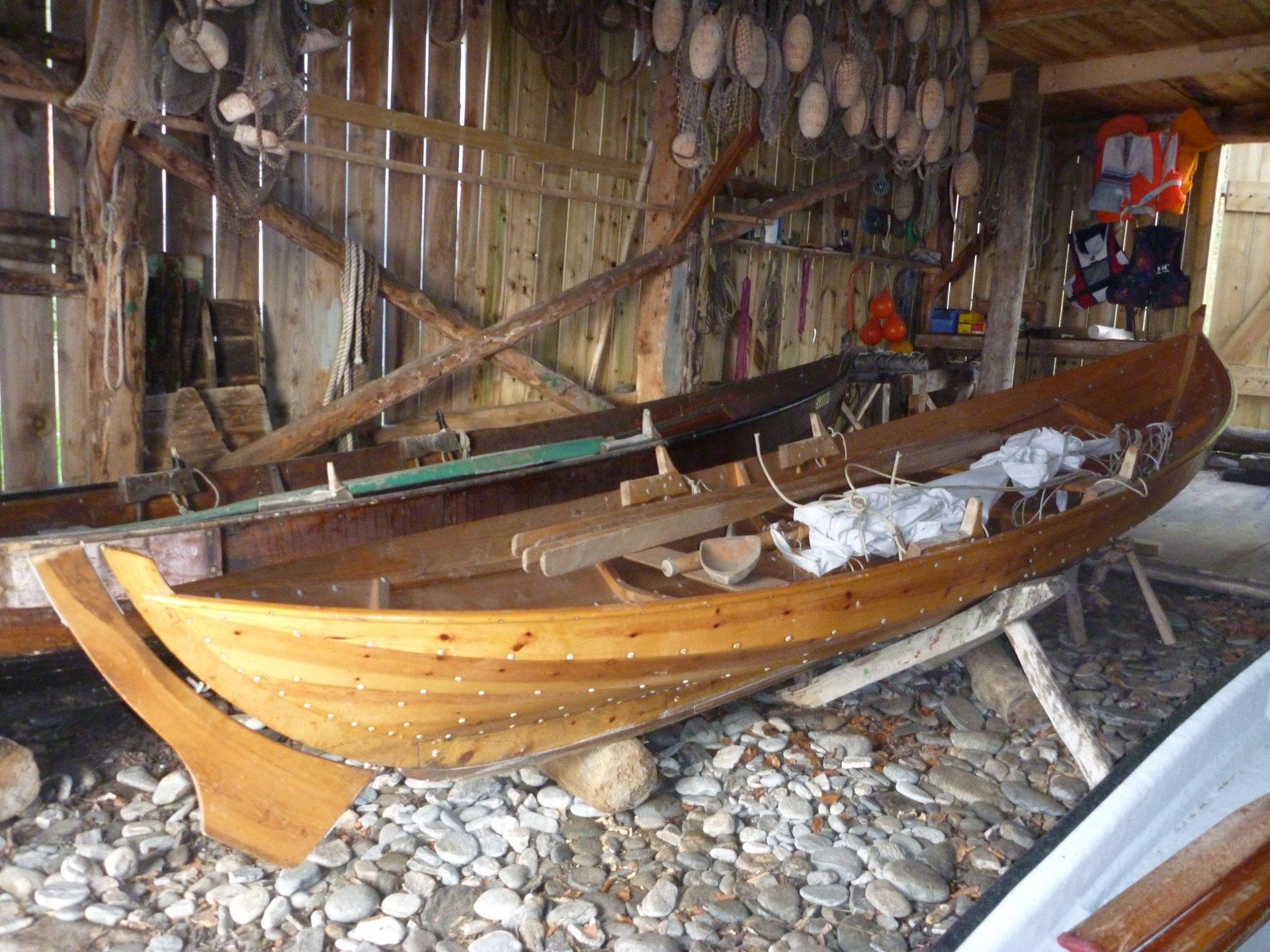 Denne båten er unntatt fra CE-merking siden den er satt sammen med metoder som var anvendt før 1950. Norsk påvirkning på regelverket fikk gjennomslag, gammel båttype nedarvet fra vikingene – de hadde god greie på båt